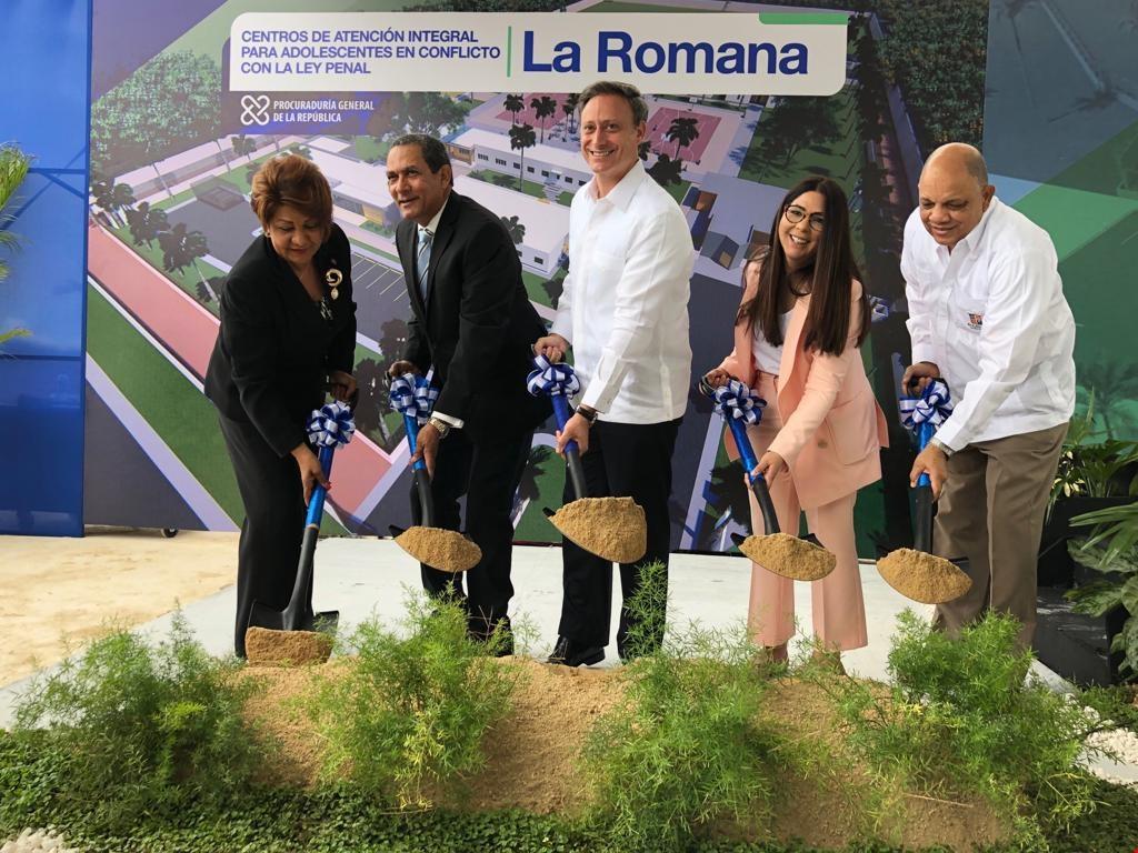 Jean Rodríguez deja iniciados trabajos Construcción de Centro de Atención Integral para Menores en esa provincia