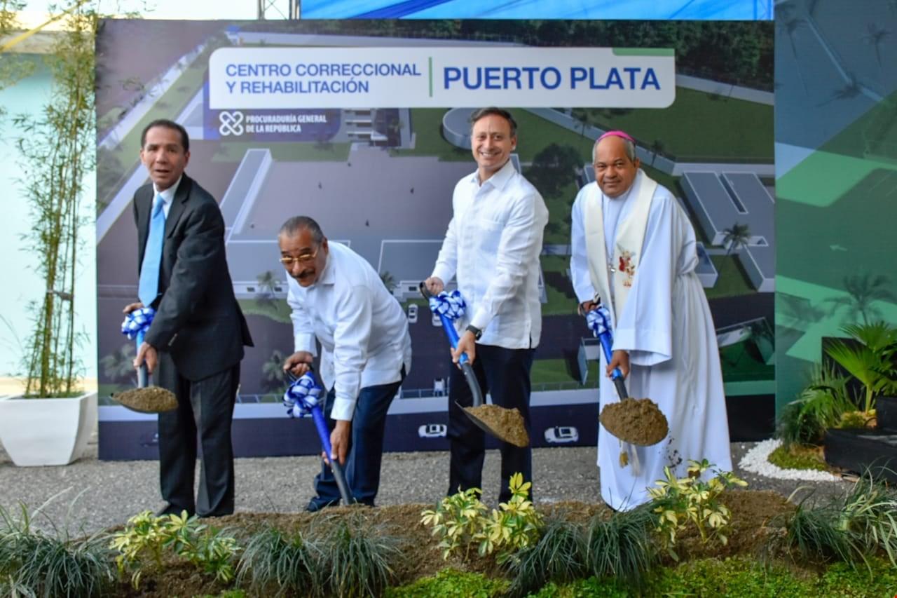 Dejan iniciados trabajos de ampliación y reconstrucción del CCR Puerto Plata