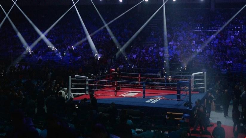 Luchador de muay thai noquea a su oponente y al árbitro al mismo tiempo