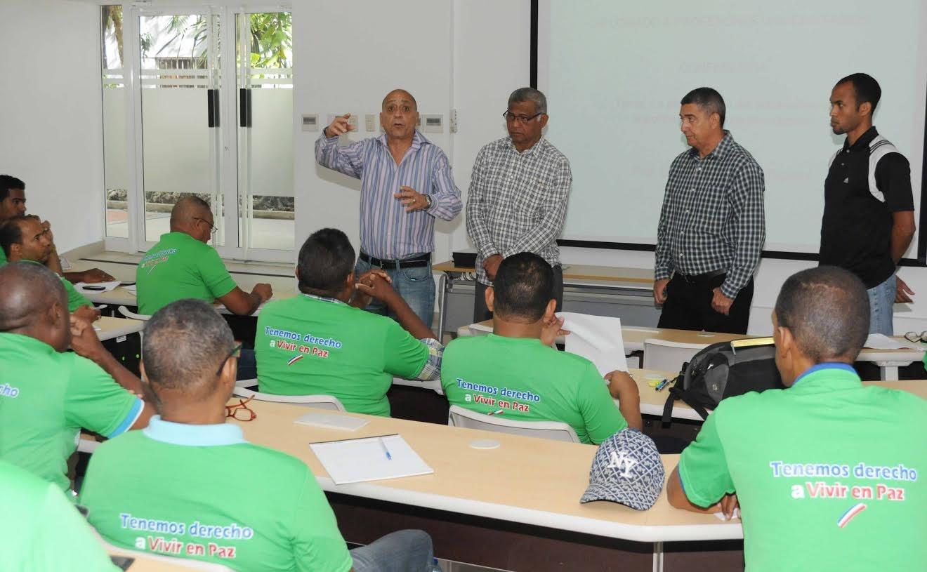Universidad Apec y Ministerio de Deportes inician curso de capacitación a profesores universitarios