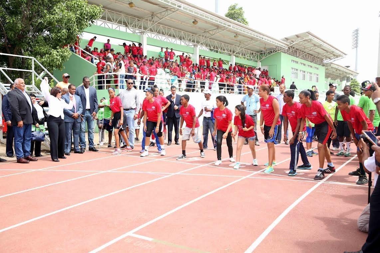 Vicepresidencia inicia campamento deportivo para jóvenes de programas sociales