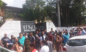 """""""Tratamos de ayudarnos unos a otros"""": Testigos de la masacre en una escuela de Brasil cuentan detalles del ataque"""