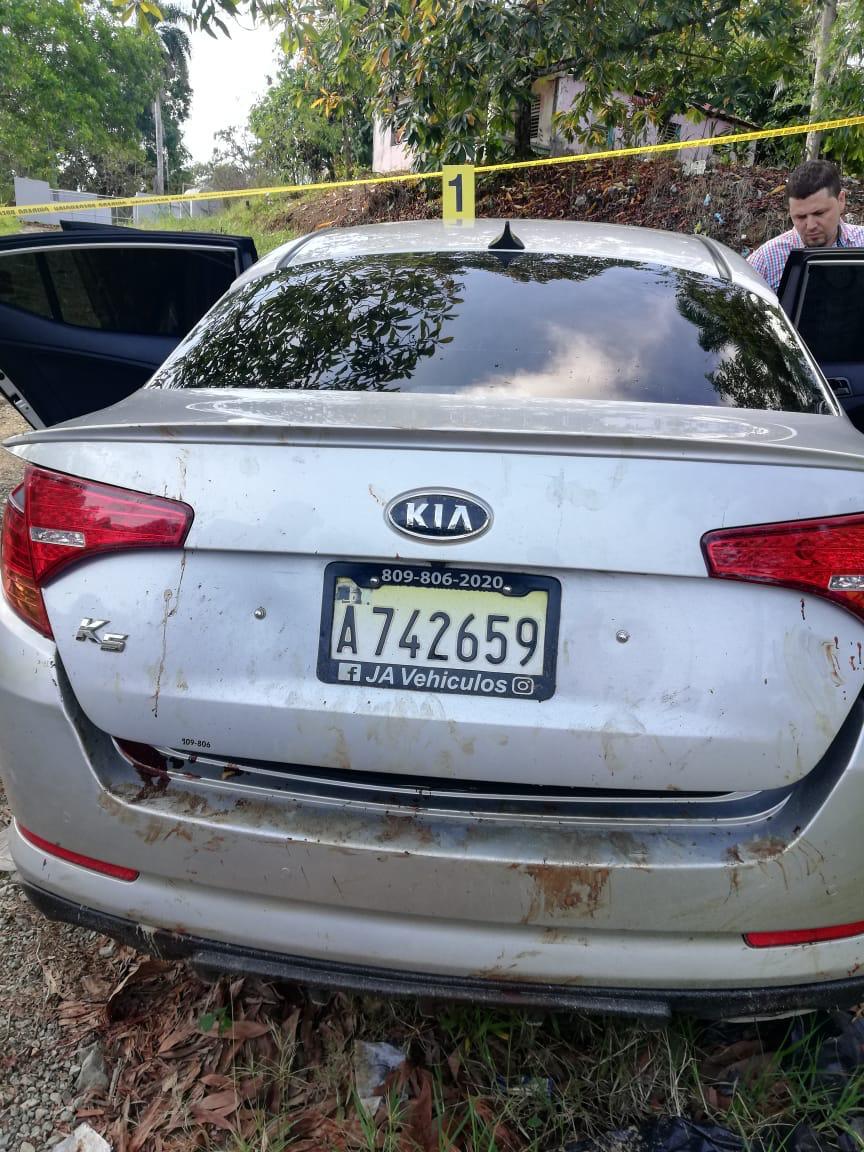 Encuentran tres cadáveres dentro de vehículo en La Vega