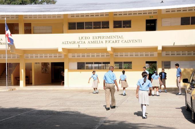Padres expresan preocupación por construcción de liceo dentro de la UASD