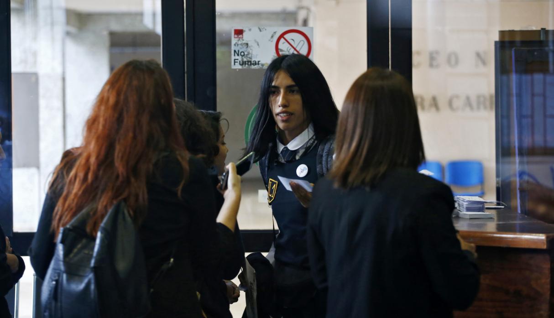 La dura batalla de una trans por estudiar en una secundaria de mujeres en Chile