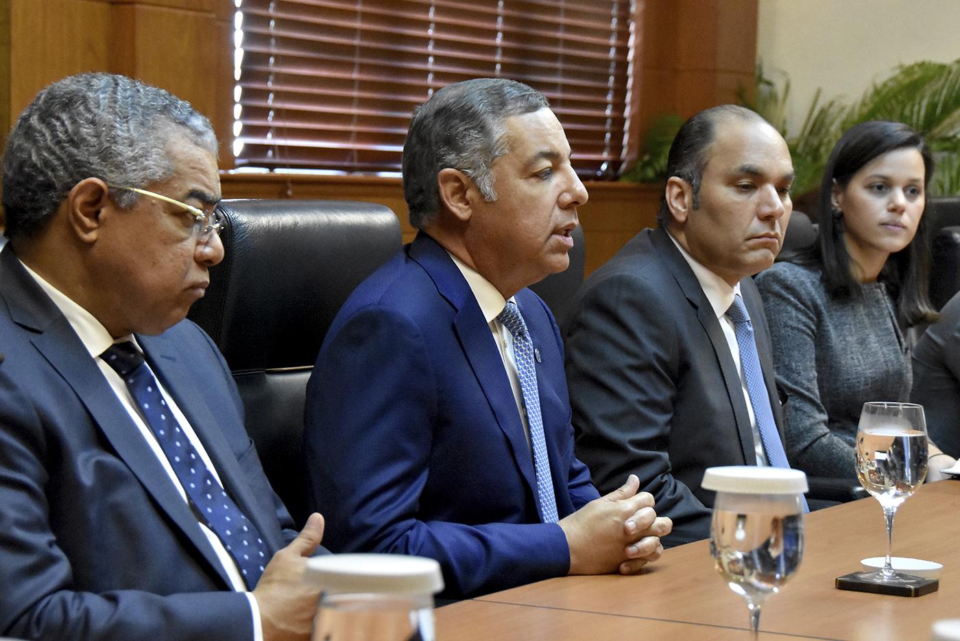 Ministro de Hacienda recibe misión del  Fondo Monetario Internacional