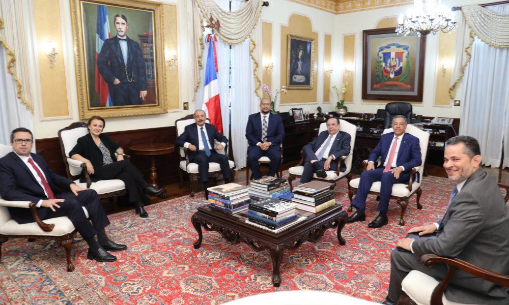 Misión FMI visita al presidente de la República