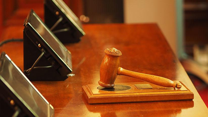 """Castigan a un juez en EE.UU. por """"delirar"""" ante el jurado, afirmando que Dios le dijo que la acusada era inocente"""