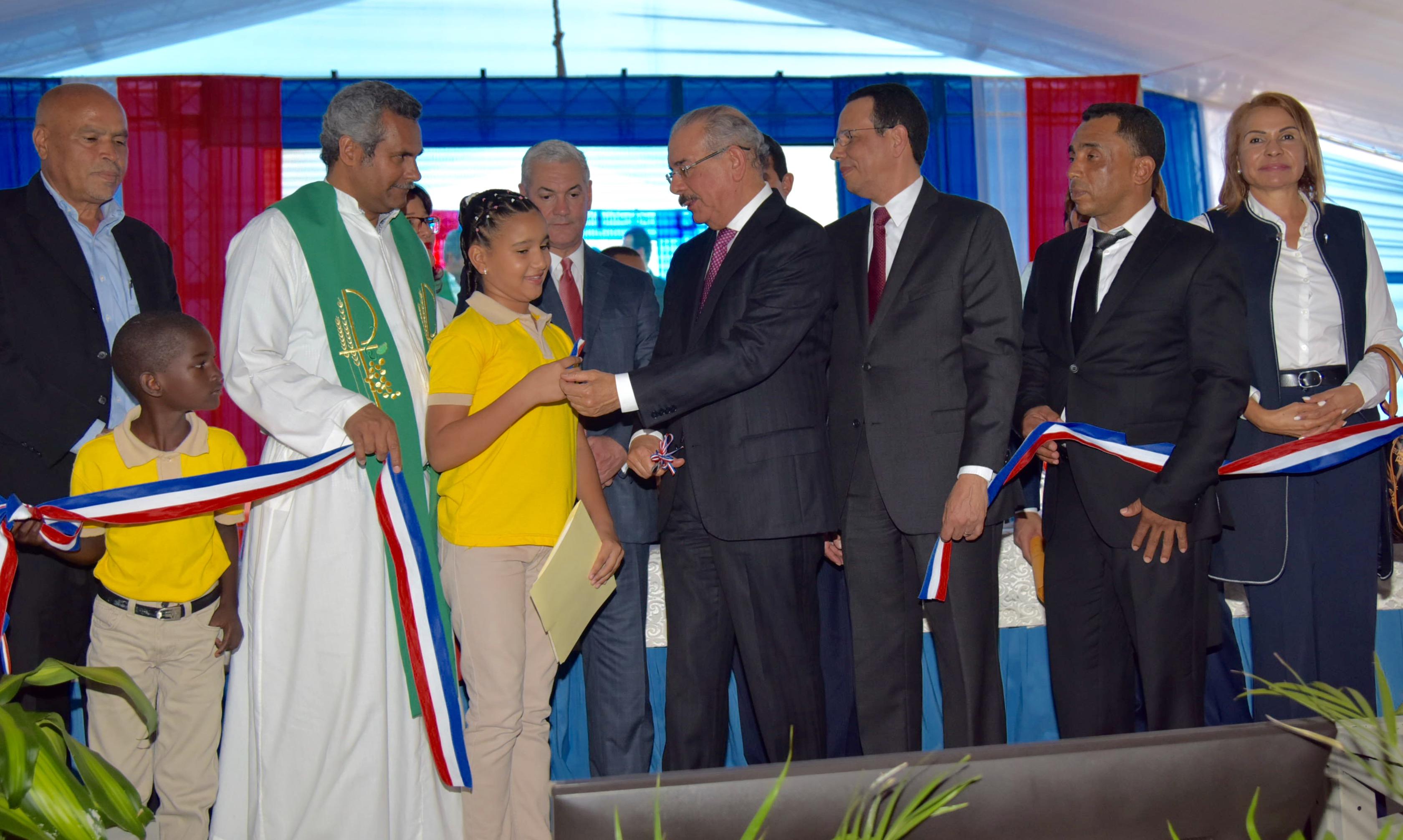 Presidente Danilo Medina entrega en Dajabón cuatro centros educativos