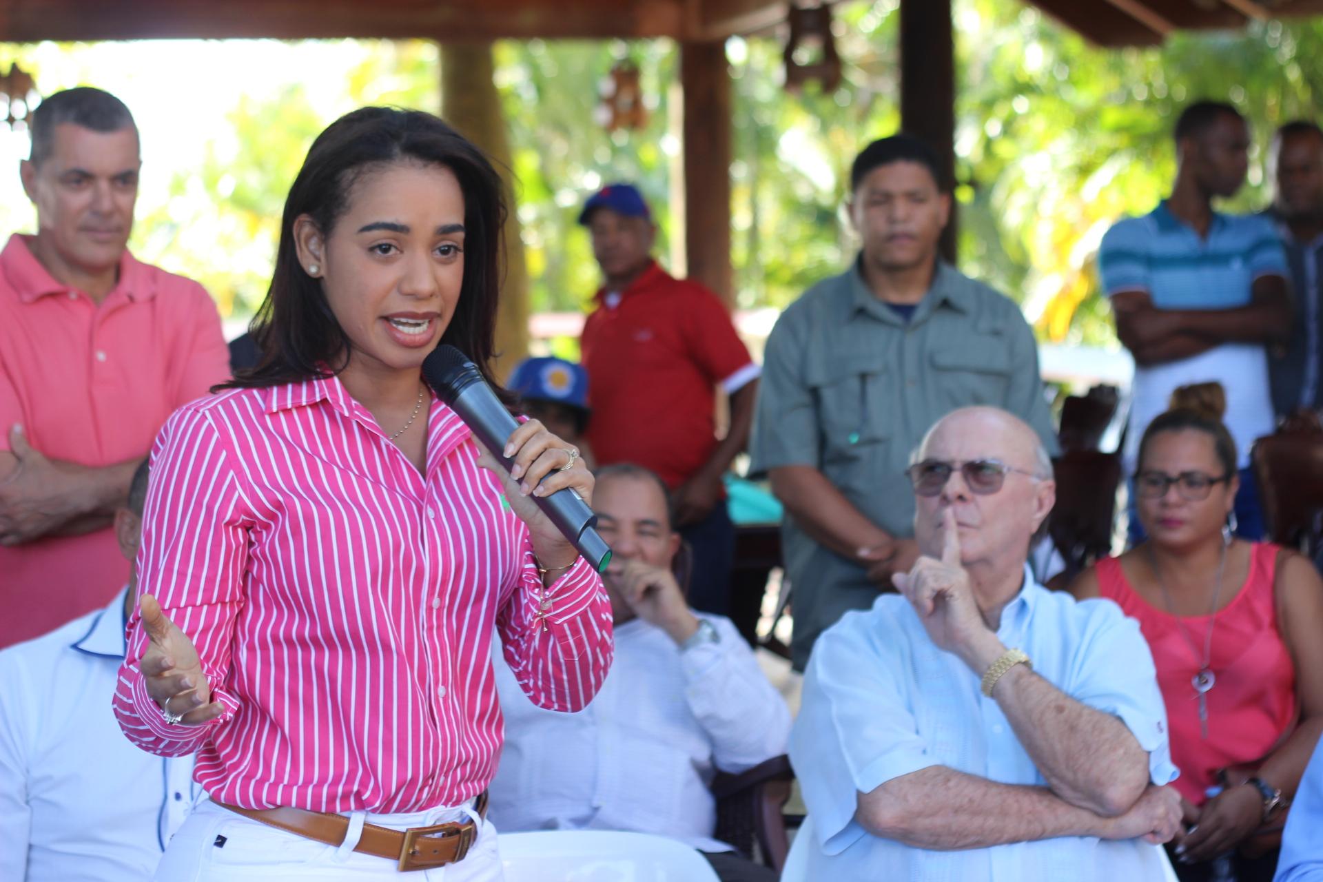 Betty Gerónimo anuncia su respaldo a Hipólito Mejía