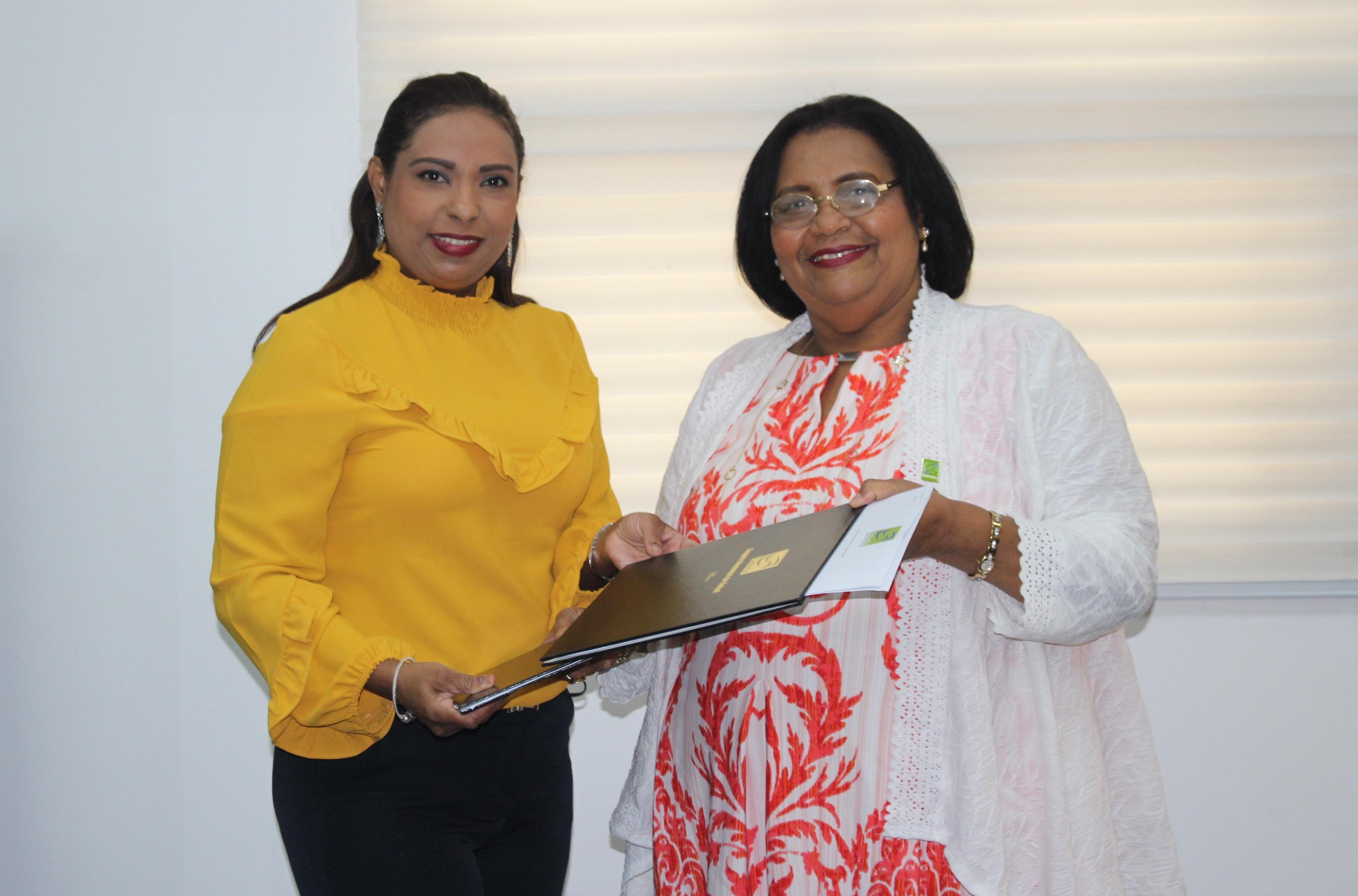 SeNaSa firma acuerdo con la Sociedad Dominicana de Medicina Familiar y Comunitaria