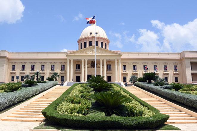 Abinader designa nuevos funcionarios en turismo y agropecuaria
