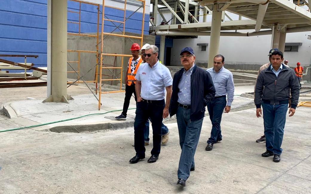 Danilo Medina supervisa construcción de la Ciudad Sanitaria Luis Eduardo Aybar