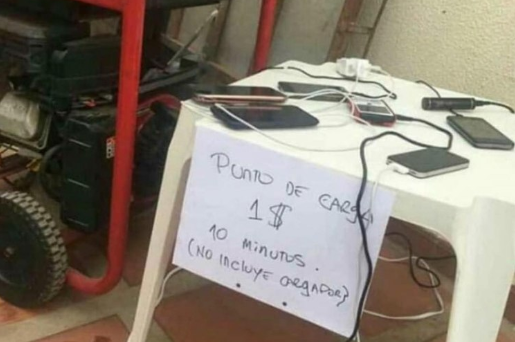Cómo hacen los venezolanos para cargar sus celulares en medio del interminable apagón