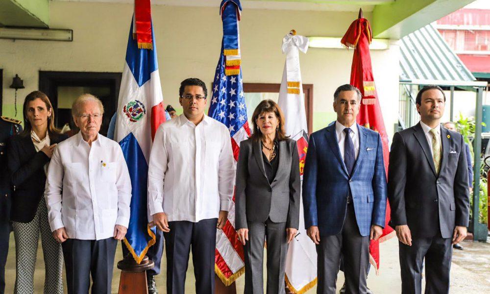 Donan 10 millones de pesos al Cuerpo de Bomberos del Distrito Nacional