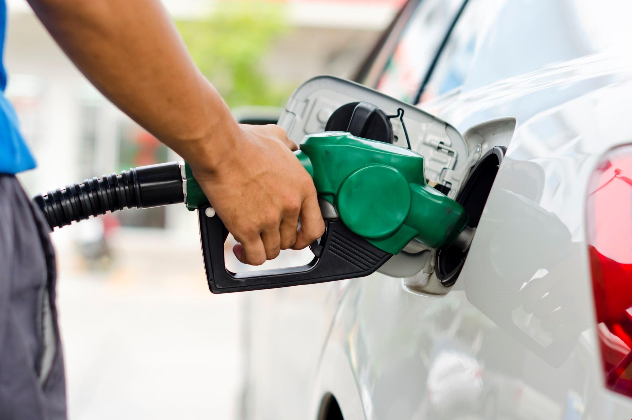 Gasolina baja cinco pesos, GLP tres y Gasoil dos