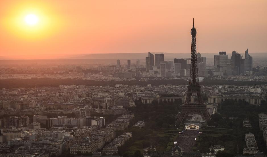 La Torre Eiffel cumple 130 años: su historia en 20 fotos