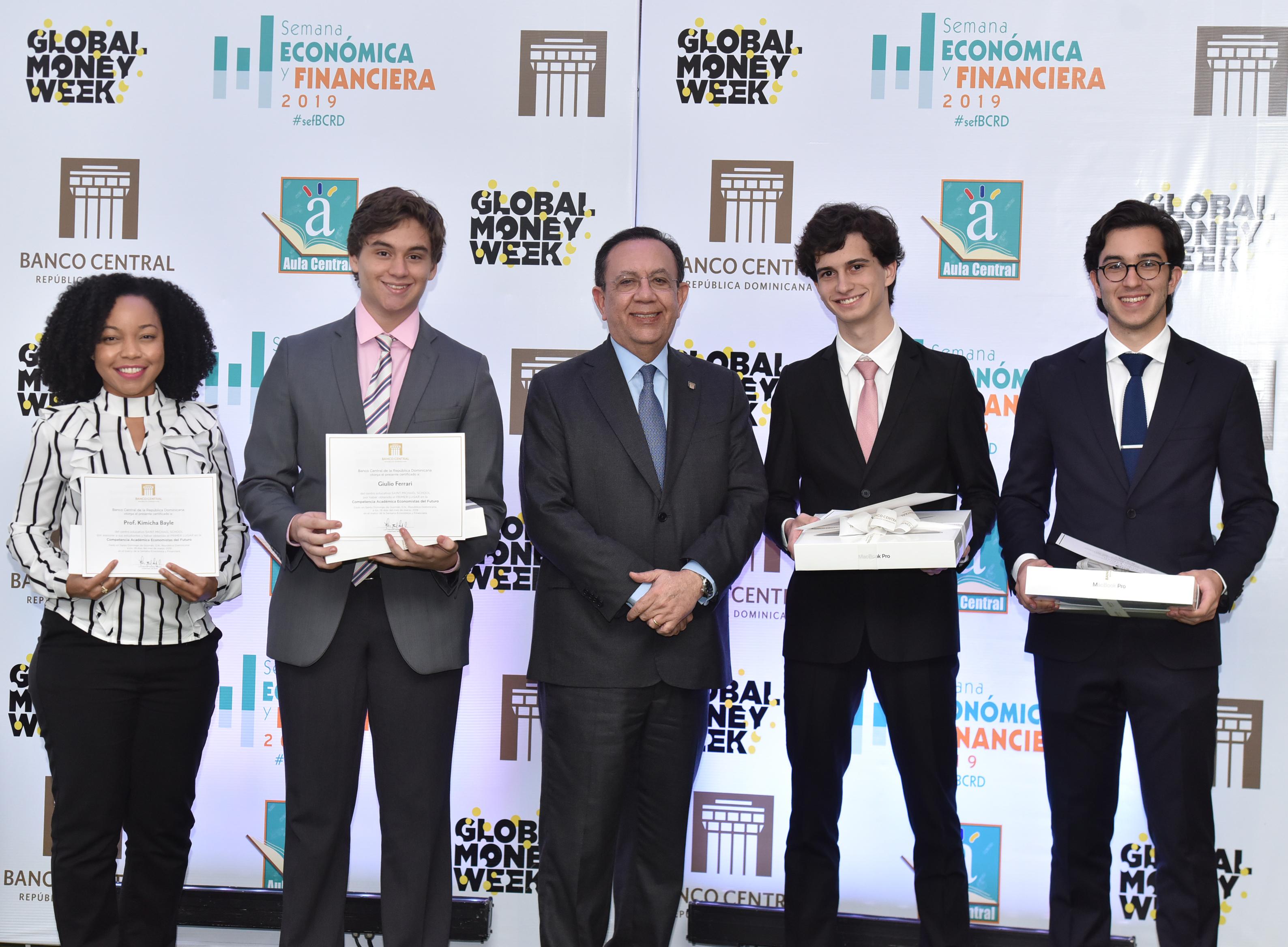 Banco Central entrega los premios de la competencia académica 'Economistas del Futuro'