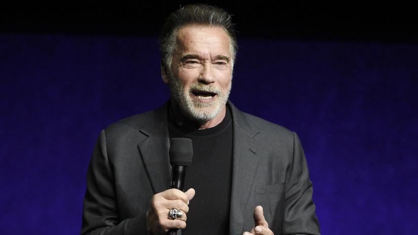 VIDEO: Atacan con patada voladora a Arnold Schwarzenegger en Sudáfrica