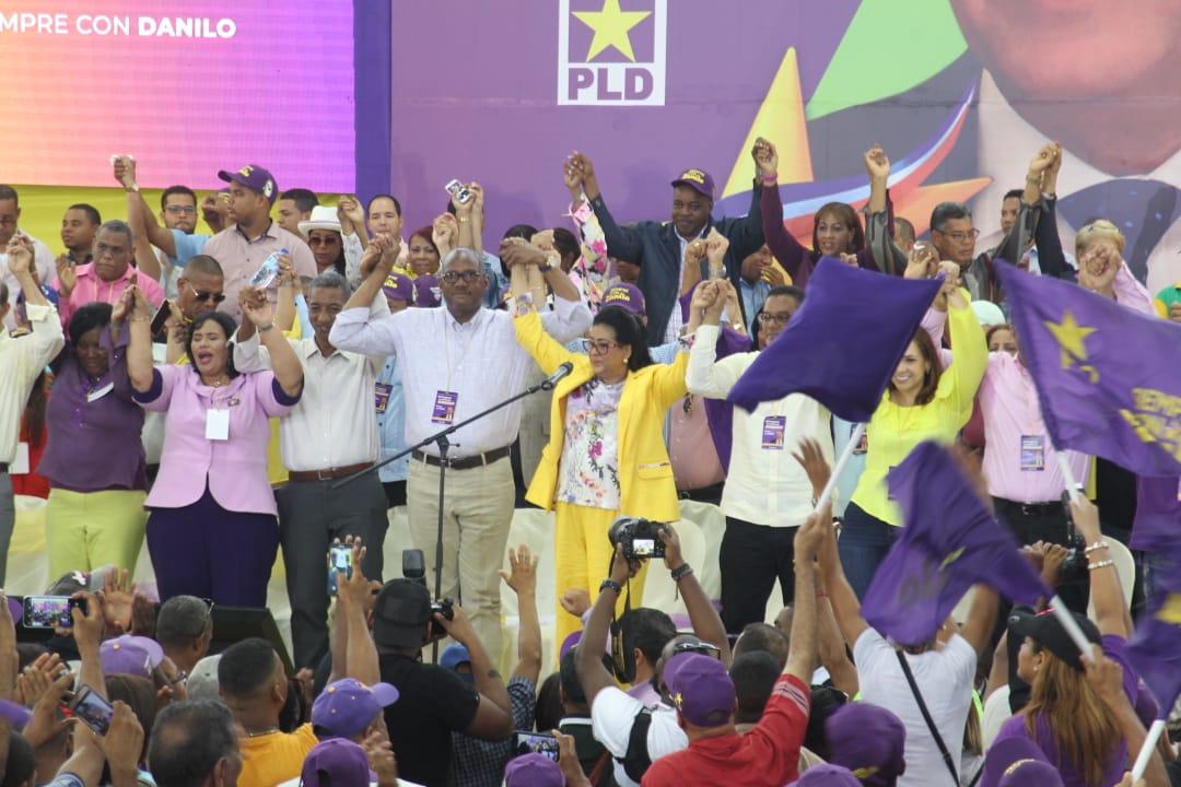 Peledeístas respaldan gobierno de Danilo Medina durante acto en SDE
