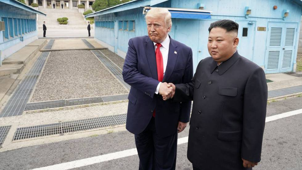 Trump se reúne con Kim; primer presidente de EE.UU. que pisa suelo norcoreano