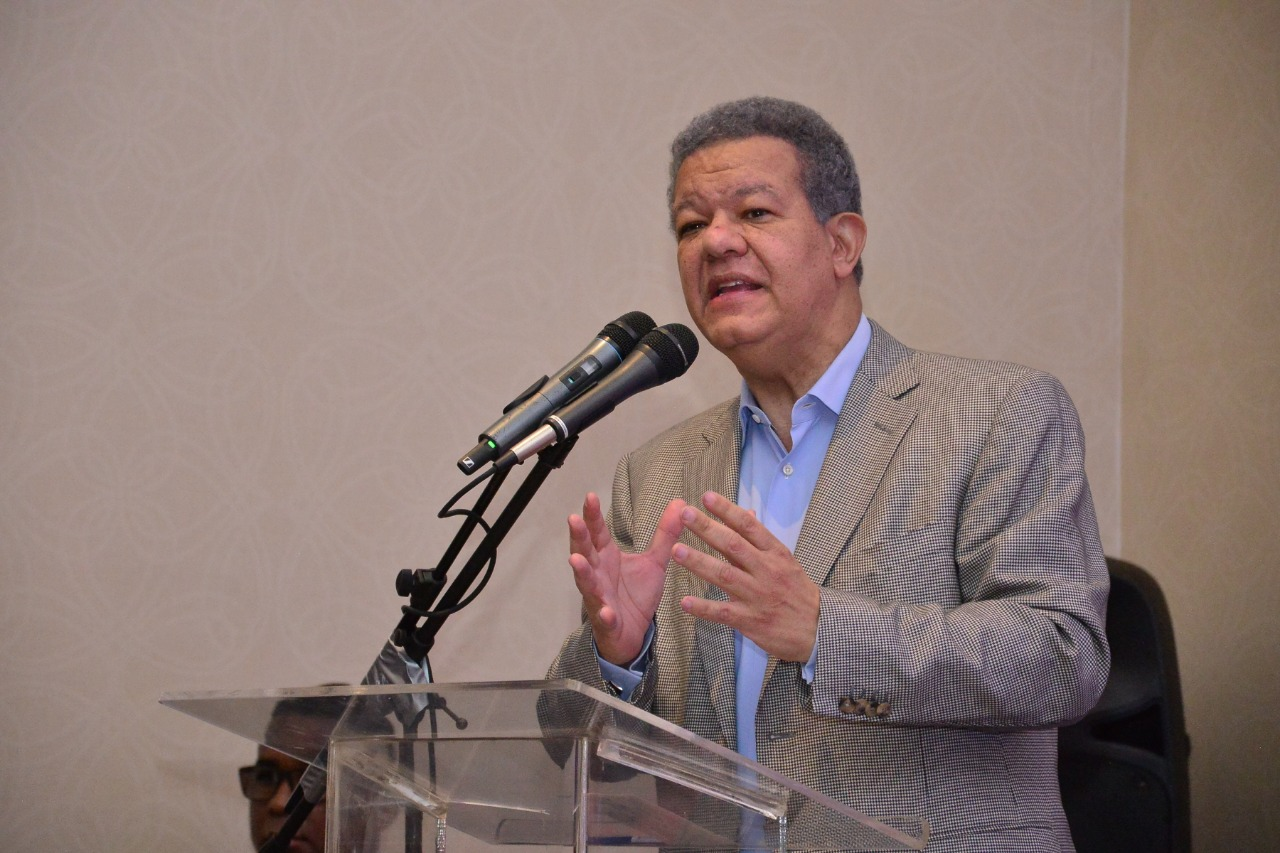 """Leonel proclama """"venceremos en esta lucha"""" por el respeto a la Constitución"""