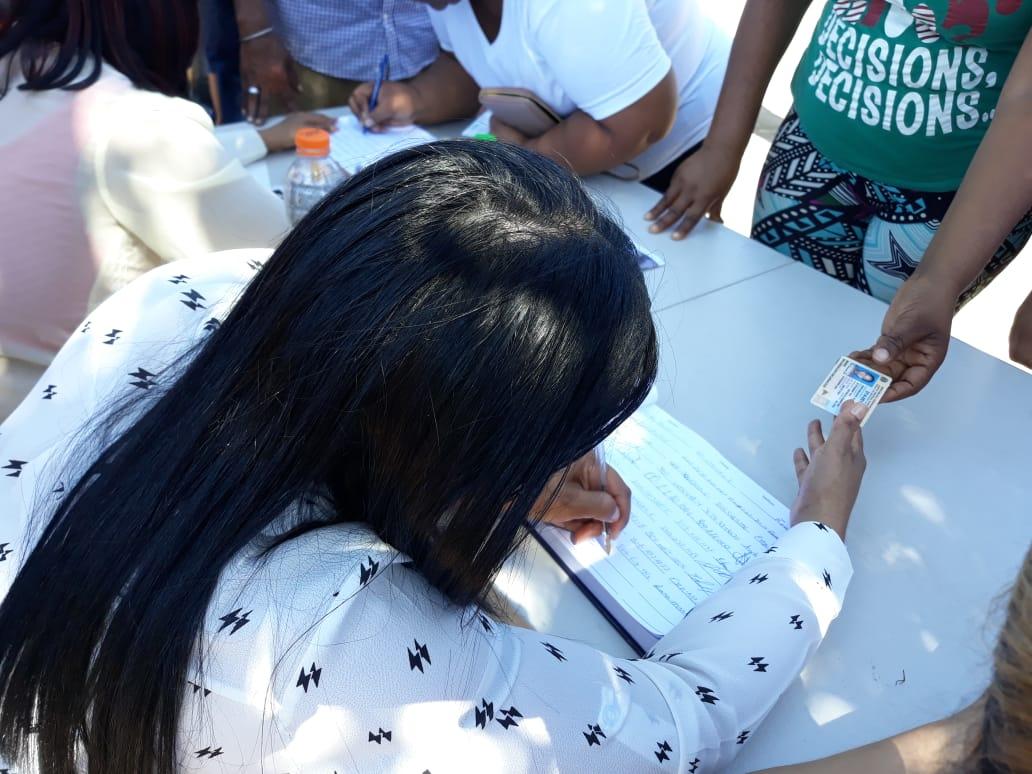 (Videos): Miles de dominicanos acuden al Centro de los Héroes a firmar el libro contra la reforma constitucional