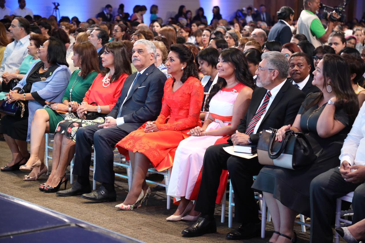 """Inicia foro promueve visión de nación y bienestar familiar; predicador Salvador Gómez: """"República Dominicana es tierra santa en América"""""""