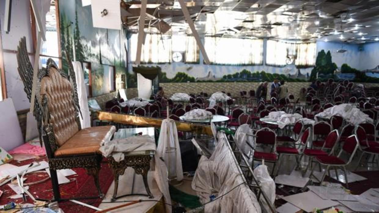 Al menos 63 muertos y 182 heridos en el atentado suicida en una boda en Kabul