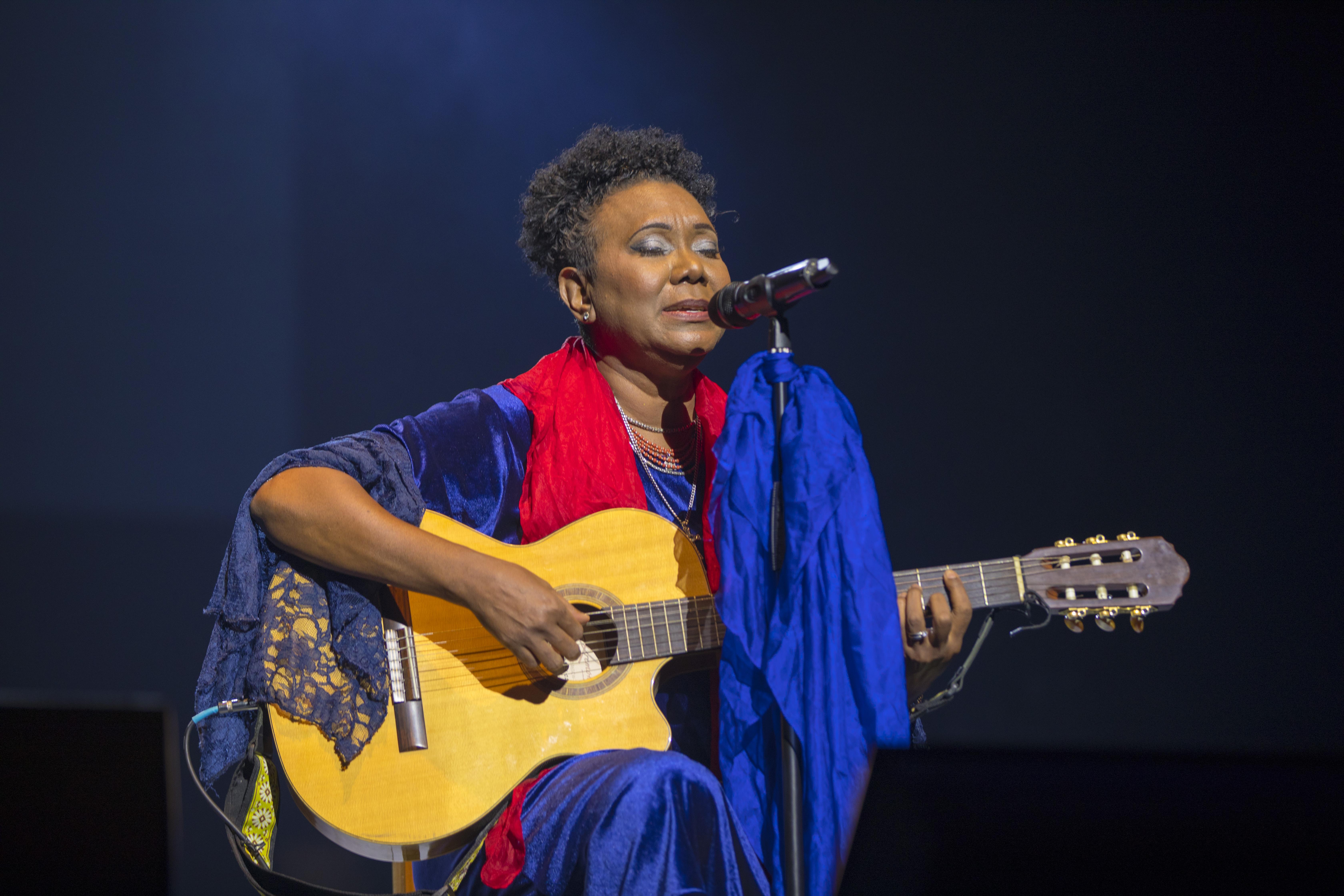 Xiomara Fortuna celebra 40 años de trayectoria en concierto
