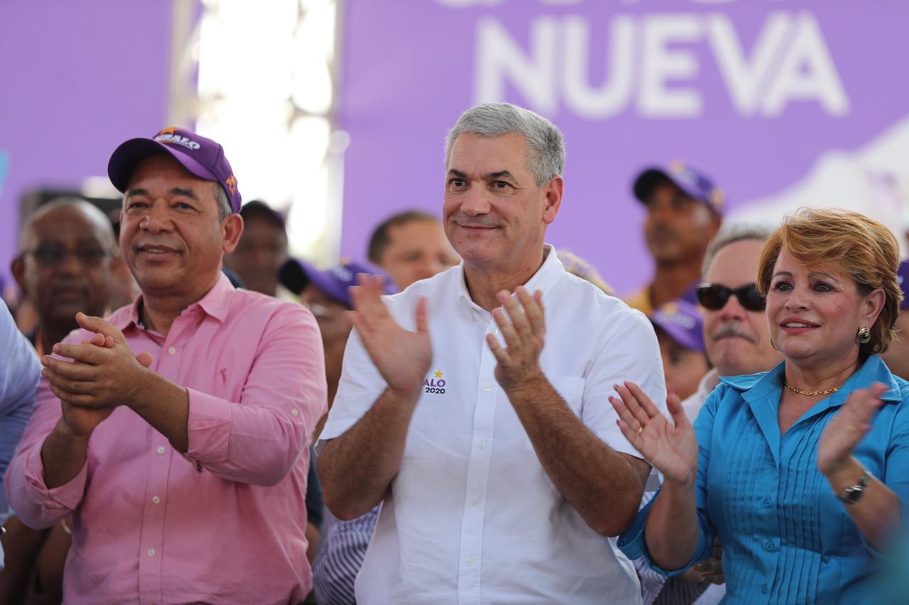 Gonzalo Castillo recibe apoyo masivo en recorrido por San Juan de la Maguana