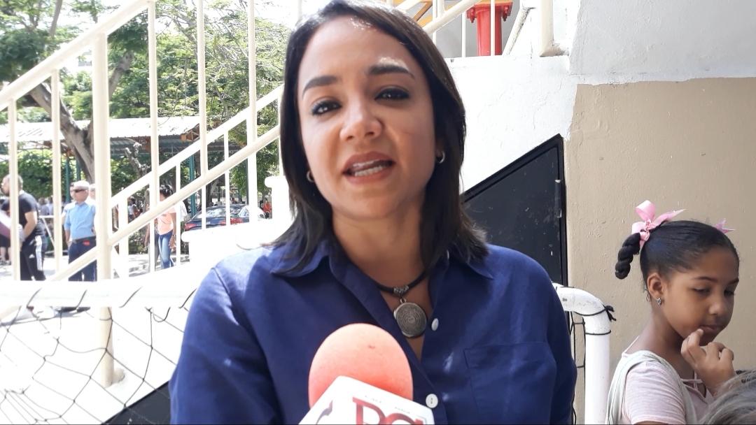Faride Raful acude a votar acompañada de familiares y seguidores