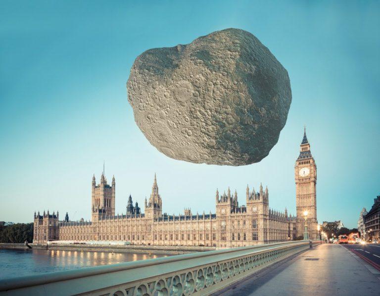 Ilustran cómo se verían dos asteroides sobre monumentos emblemáticos en caso de llegar a la Tierra