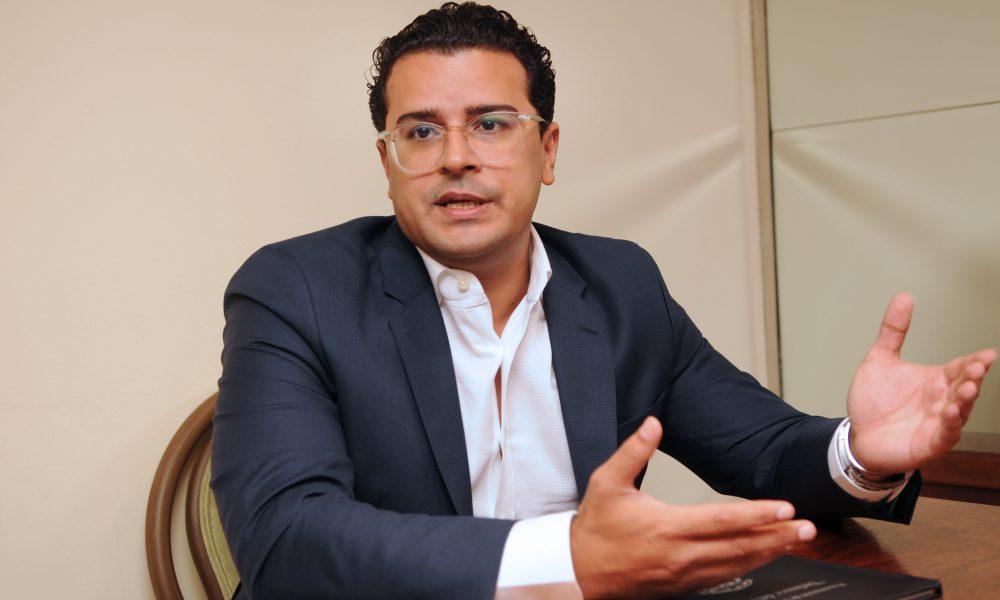 José Martínez Hoepelman, recibe apoyo de universidades e industriales como aspirante a la Defensoría del Pueblo