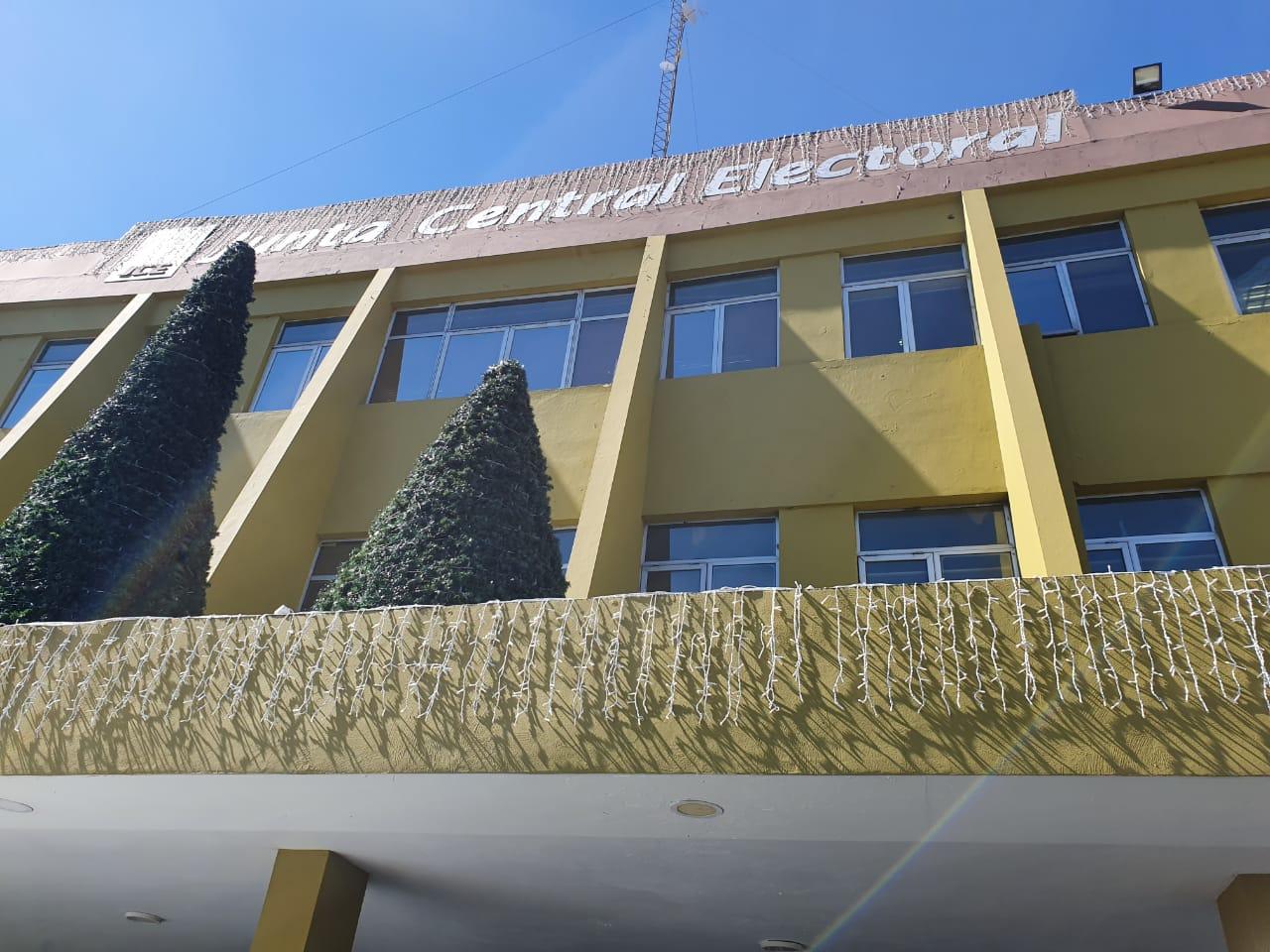 JCE pone a disposición del gobierno 9 mil laptops para el programa de educación a distancia y virtual