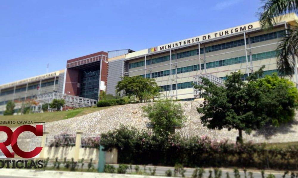 Ministro De Turismo anuncia inversión de 30 millones para reconstrucción de Malecón de SPM