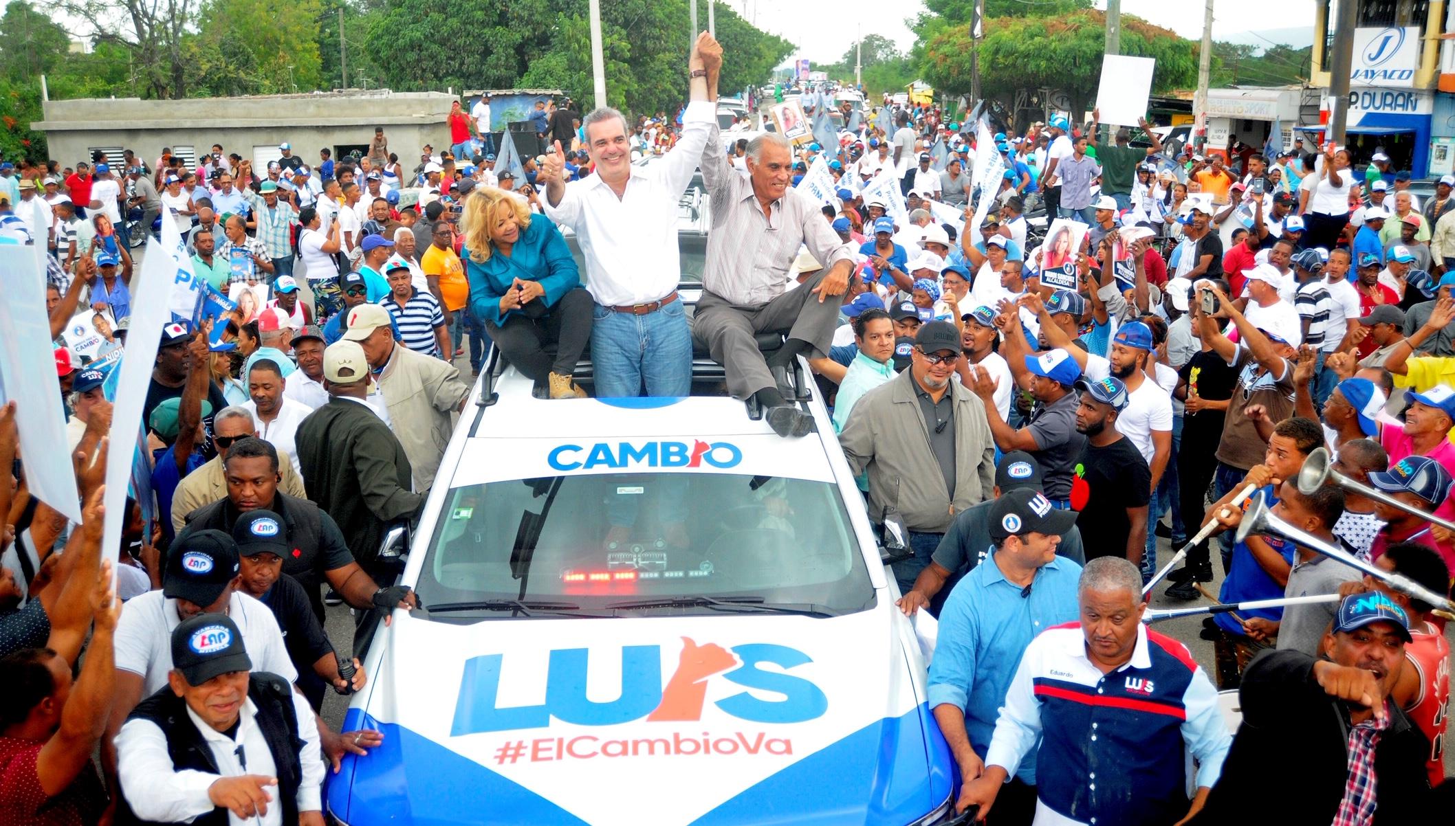 Abinader encabeza multitudinaria caravana en SJM junto a Manuel Matos de Alianza País y Hanoi Sánchez de Fuerza del Pueblo