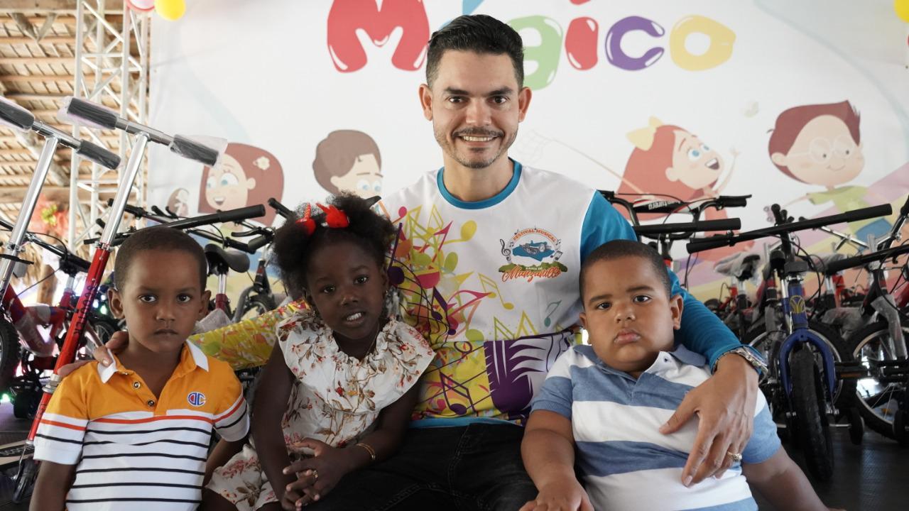Más de 1000 niños reciben juguetes el Día de Reyes en Manzanillo