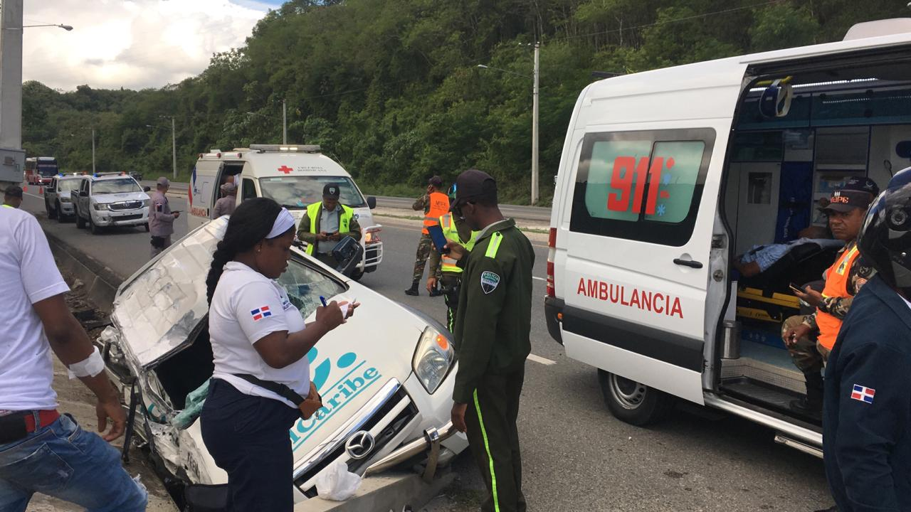 Equipo de prensa del periódico El Caribe sufre accidente