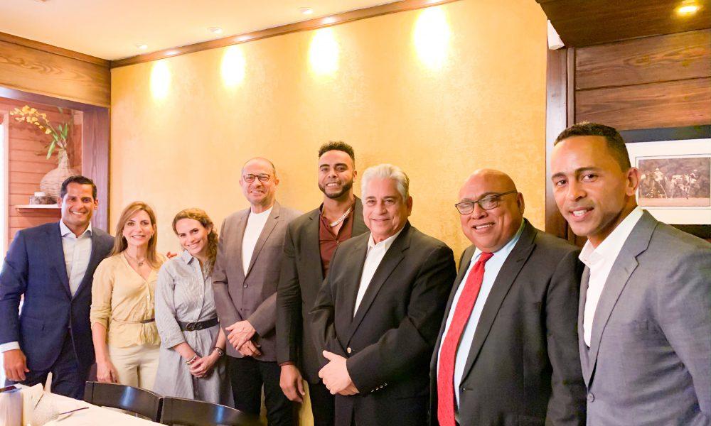 """Embajador José Antonio Rodríguez preside encuentro con """"sabor a béisbol"""" junto a luminarias de ese deporte"""