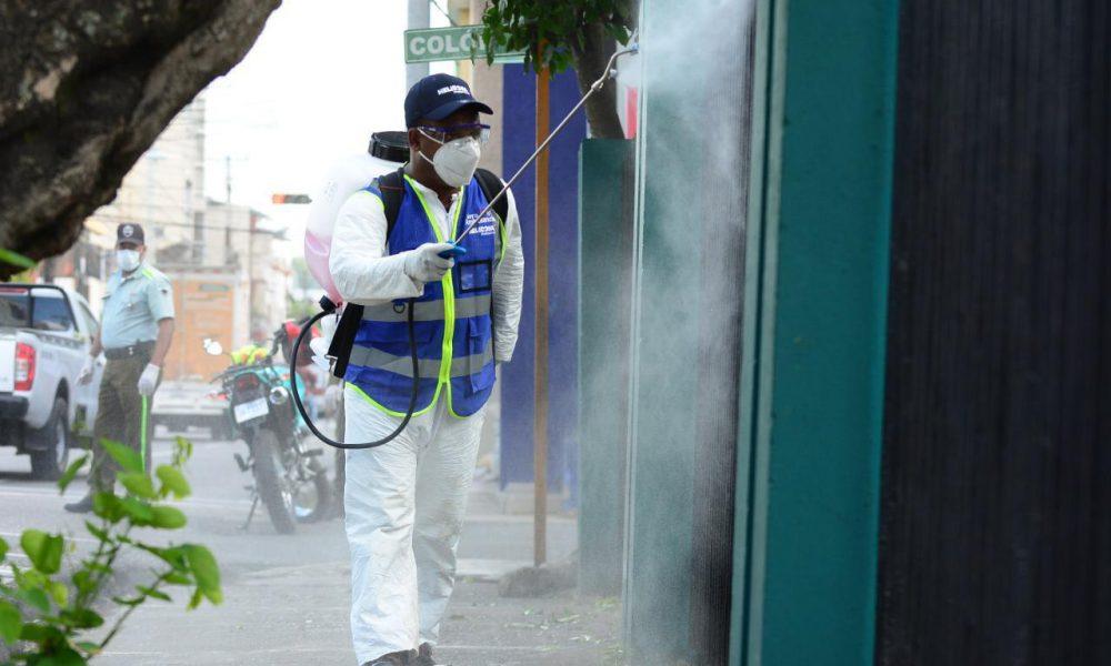 Cabalgada de fumigación dispuesta por Gonzalo Alcazaba llega a San Francisco de Macorís para boxear COVID-19