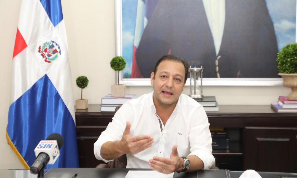 Alcalde Abel Martínez llama a no comprar en Hospedaje Yaque; dice vendedores no aplican protocolo de higiene