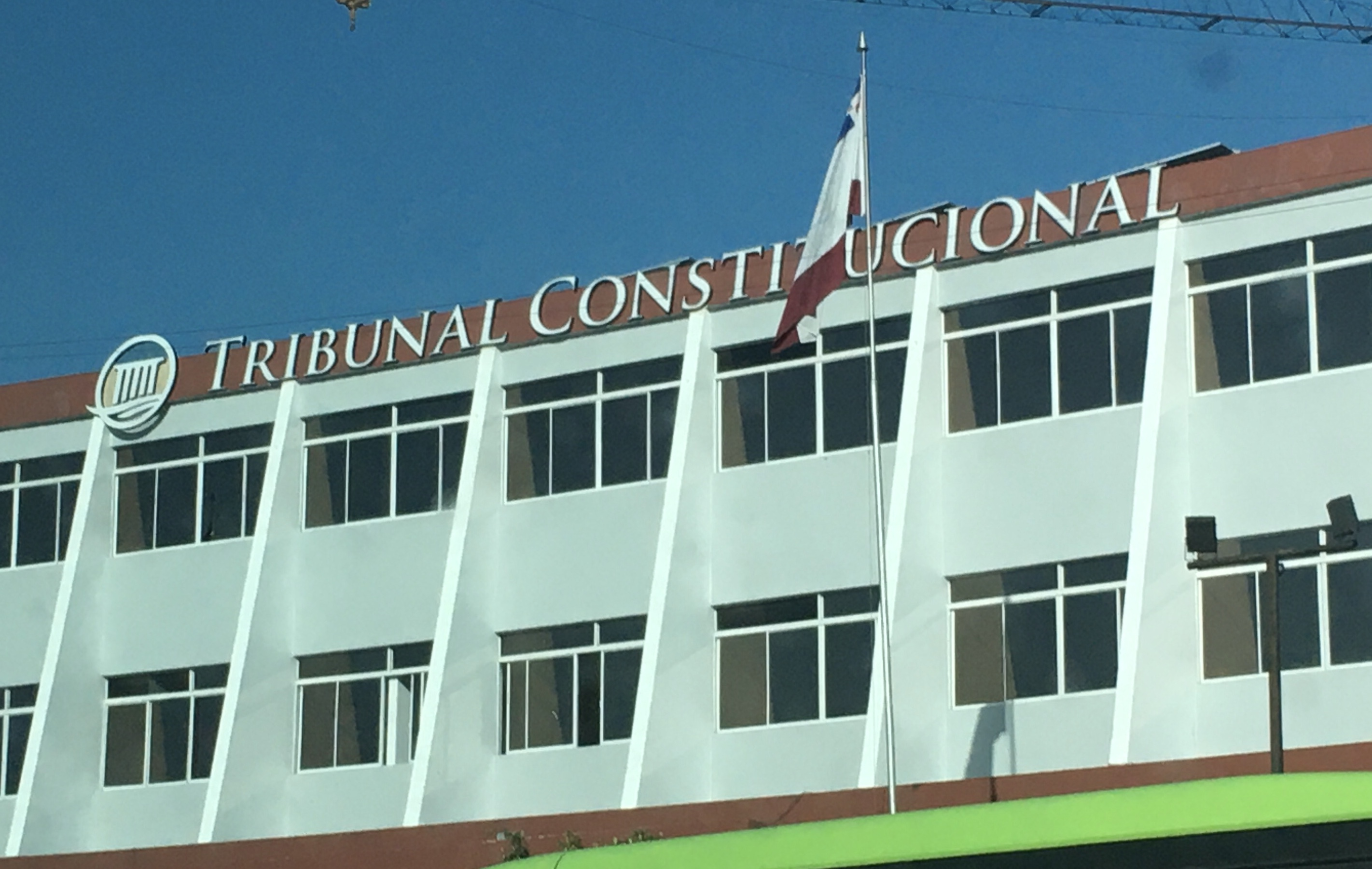 TC decide expedientes sobre revisión de decisiones jurisdiccionales y acción directa de inconstitucionalidad