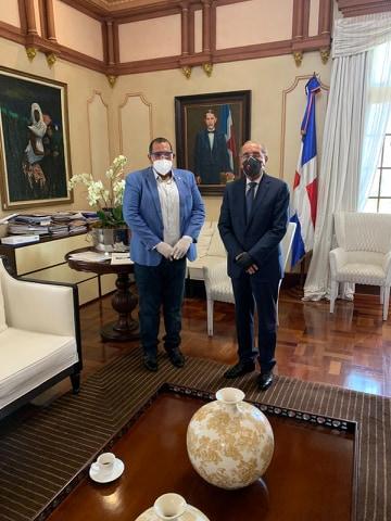 Rector Danilo Medina y corregidor Carlos Guzmán se reúnen para apalabrar ubicación del rebosadero de Duquesa y COVID-19