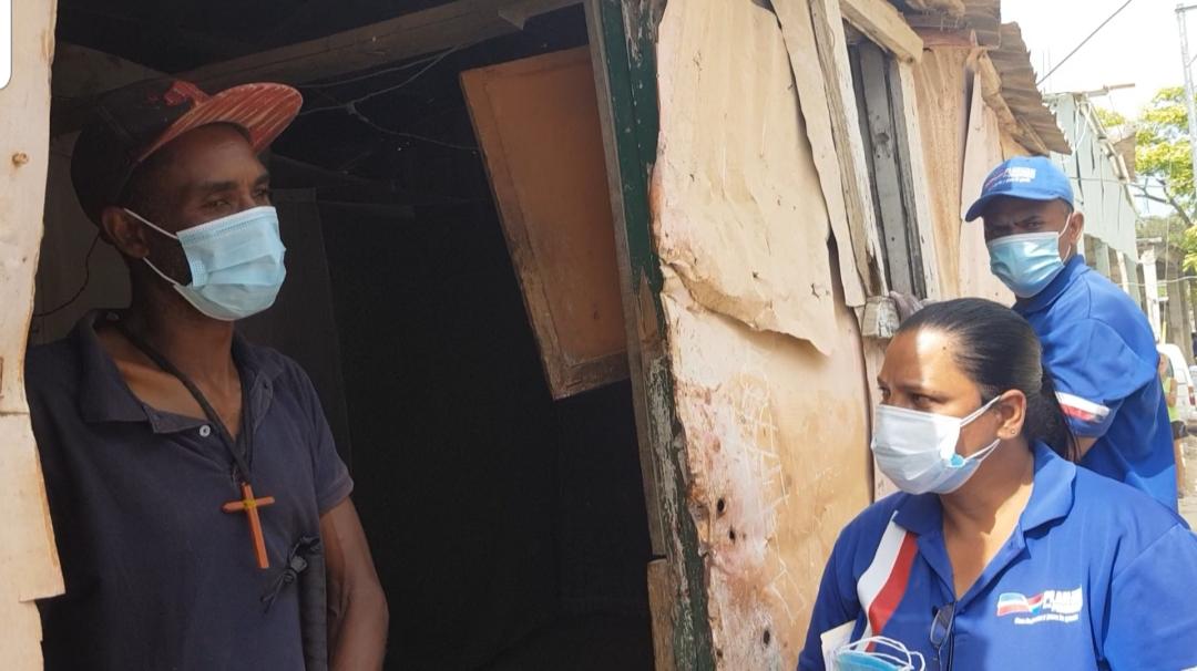 """Vídeos   INVI promete construir vivienda de familia que vive en """"condiciones infrahumanas"""""""