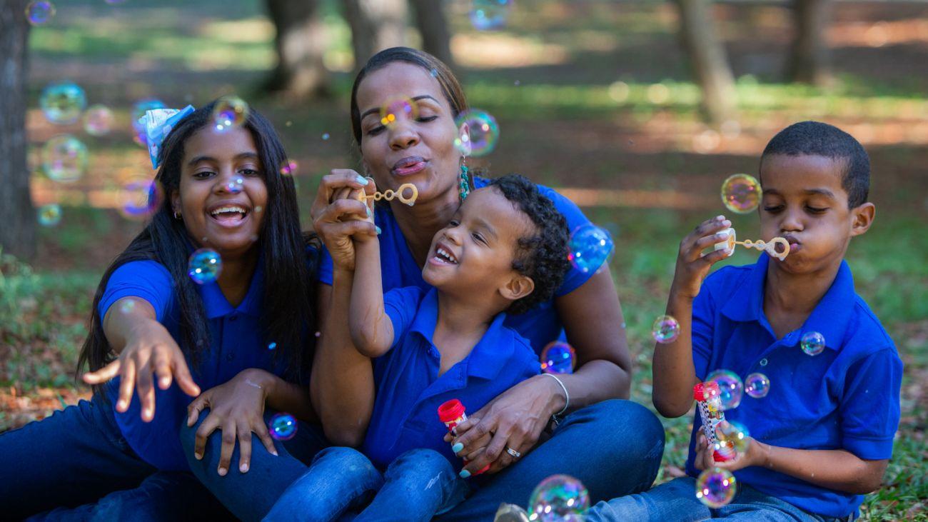 Presidente Danilo Medina resalta laboriosidad, tenacidad, responsabilidad y constante superación personal de madres dominicanas