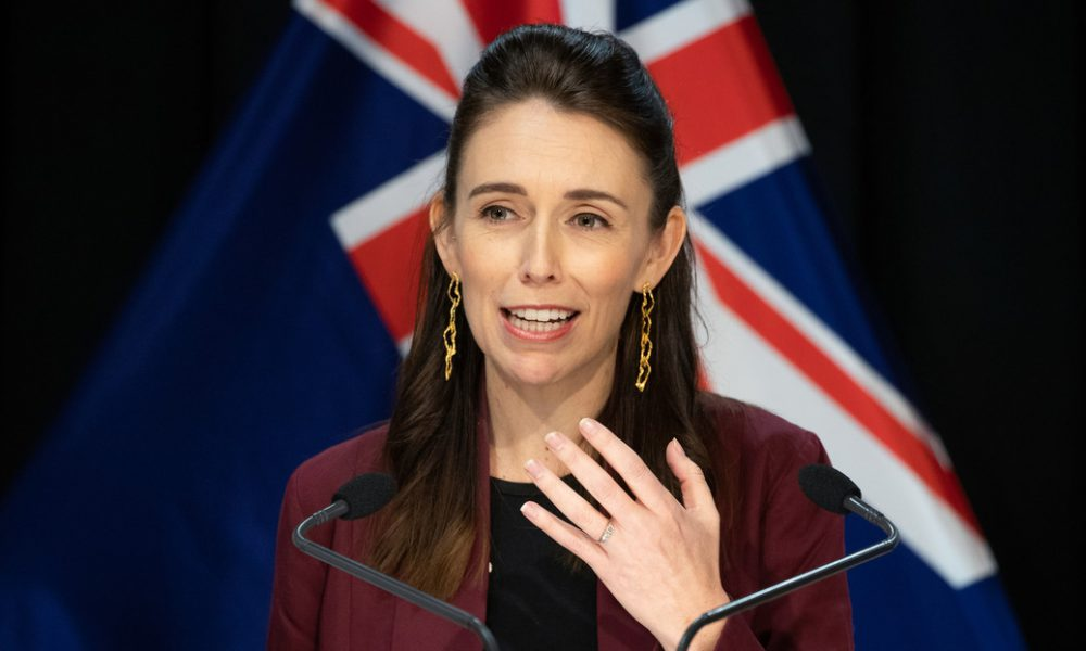 """La primera ministra de Nueva Zelanda pide a los empresarios """"pensar"""" en la semana laboral de cuatro días"""
