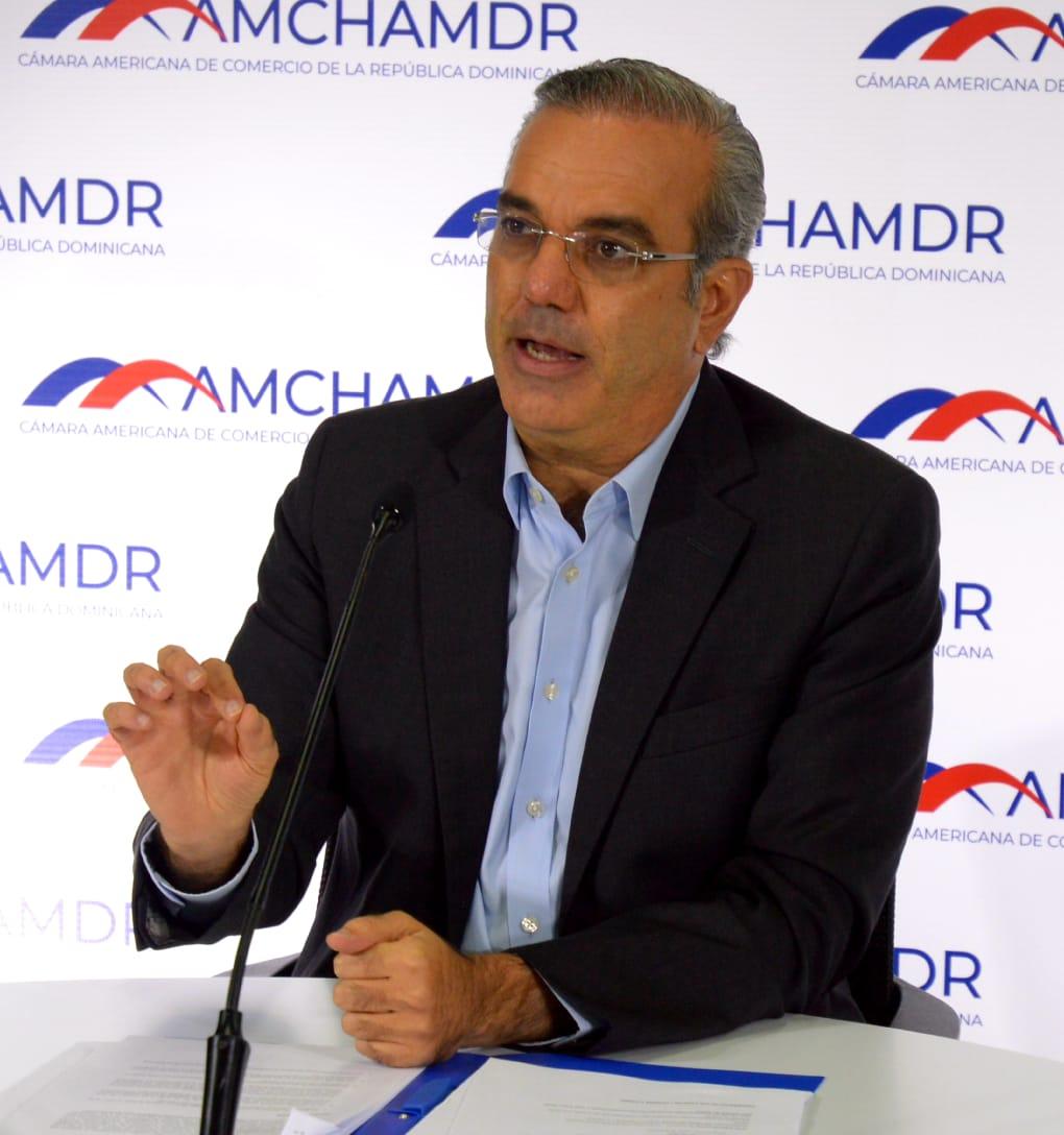 Luis Abinader emprenderá programa de políticas públicas en caso de ganar elecciones