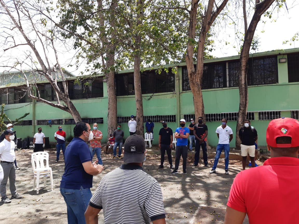 Entrenadores de baloncesto de la capital reciben aportes en la Ruta Solidaria