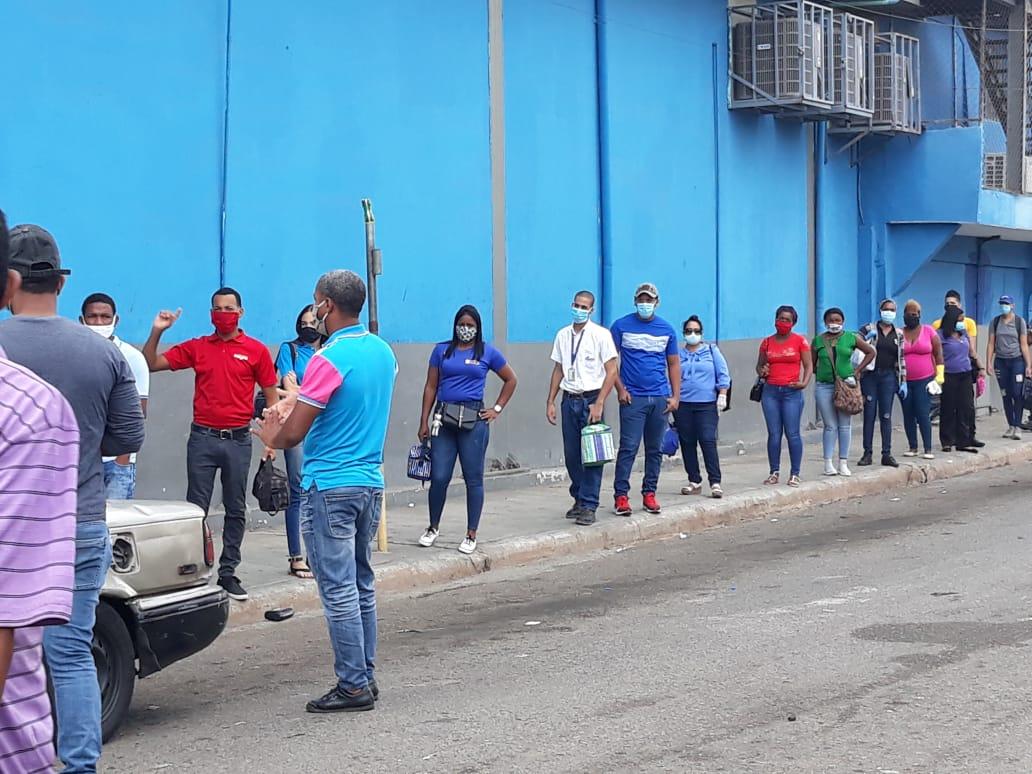 Videos | Ciudadanos consideran que dominicanos son responsables cuando salen a las calles